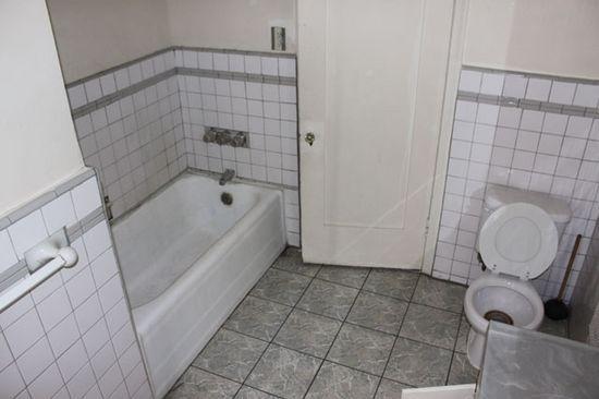 Bydlení - přestavba: původní koupelna