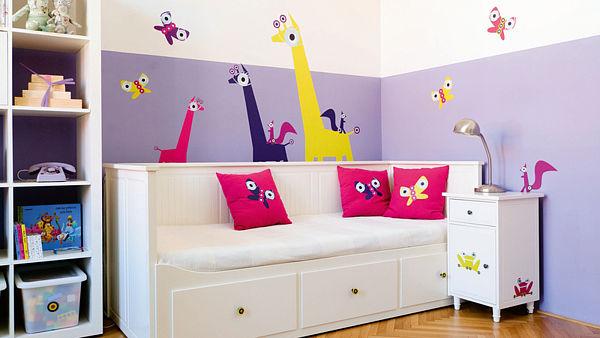 barevné stěny v dětském pokoji