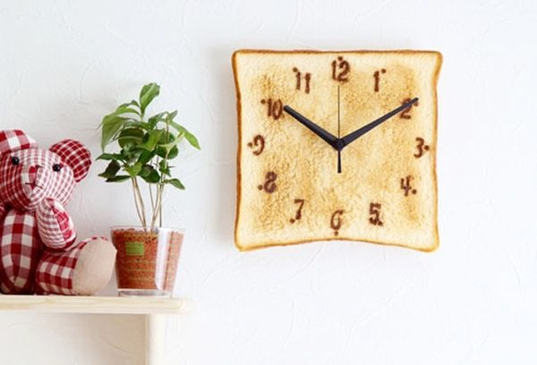 Kawaii-Japanese-toast-unusual-kitchen-clocks-600x408